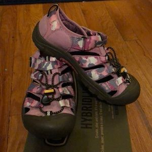 Keen Shoes - Keen Youth dark shadow wild orchid tennis shoes